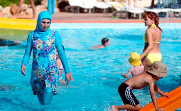 mujeres acompañantes Deportes acuáticos