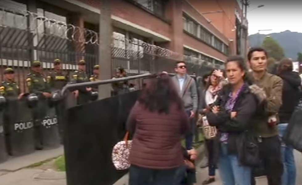 Familiares y amigos de detenidos por caso andino aseguran for Juzgados de paloquemao