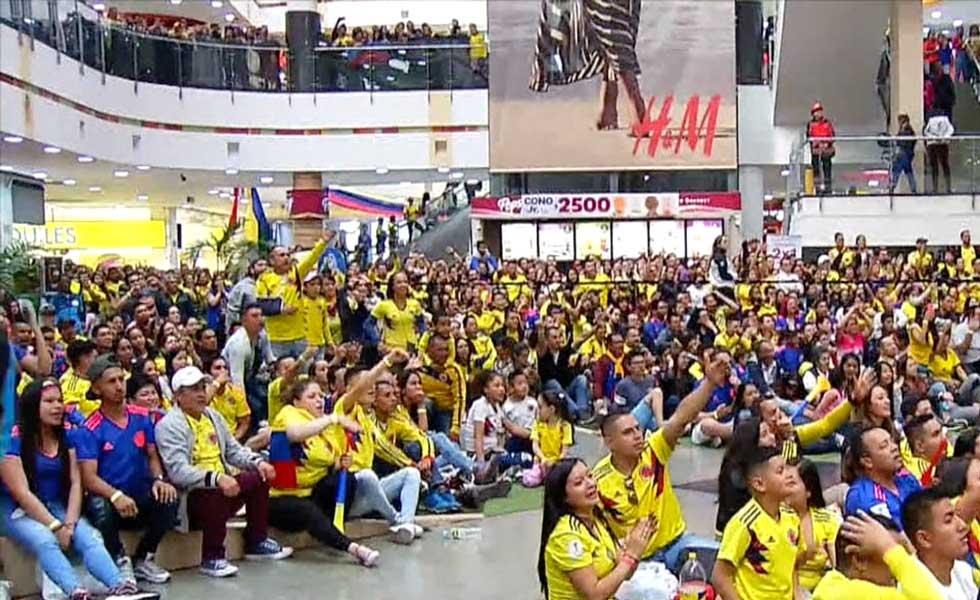 Hinchas festejaron en Colombia el triunfo de la Selección ante Paraguay