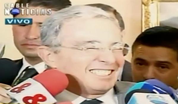 Álvaro Uribe Vélez se ríe de Nicolás Maduro